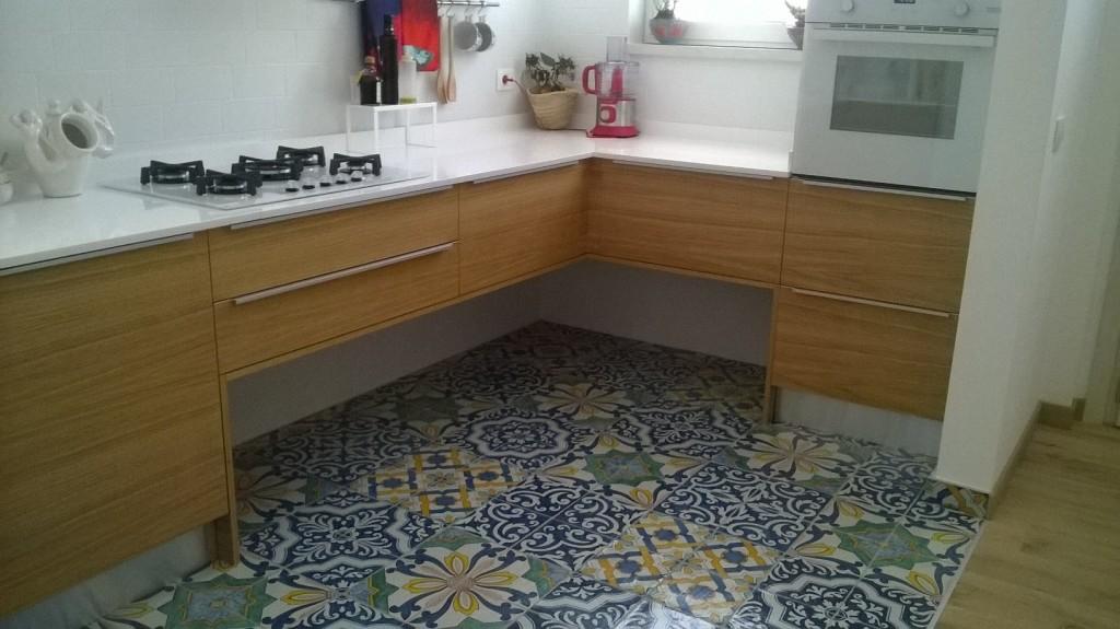 Ristrutturazione di una casa anni 70 con mix di materiali - Piastrelle cucina anni 70 ...